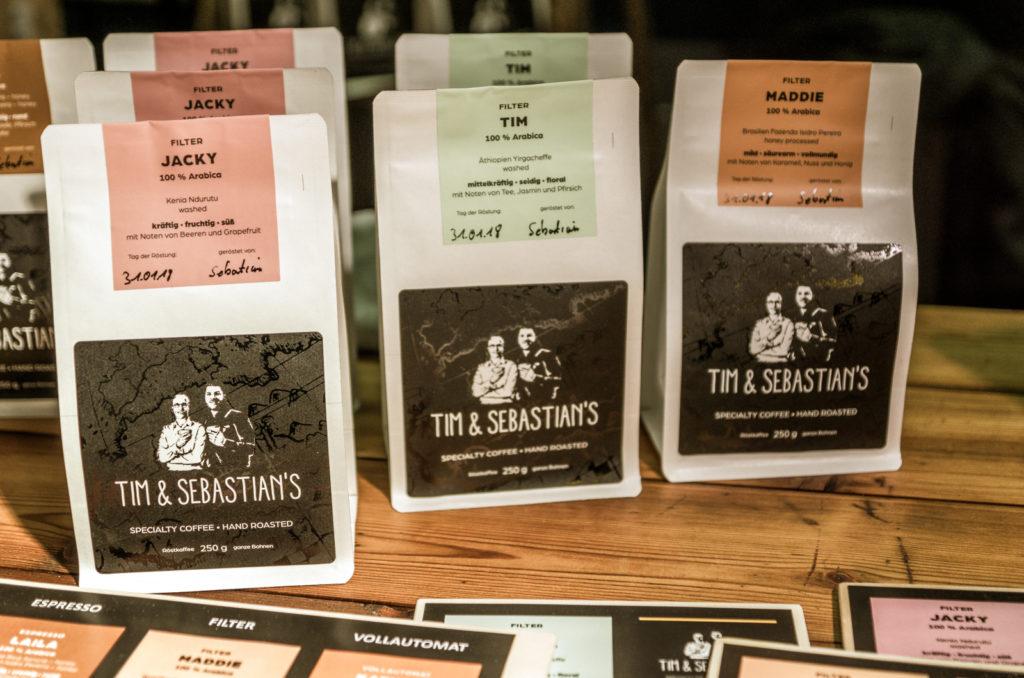 biologischer Kaffee auf dem günen Markt