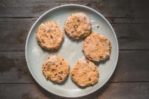 Veganes BBQ: Pikante Süßkartoffel-Pattys