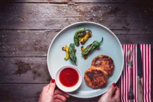 Veganes BBQ: Pikante Süßkartoffel-Tofu-Pattys