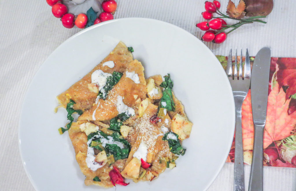 Vegane Kürbisravioli mit Mangold und Maronen